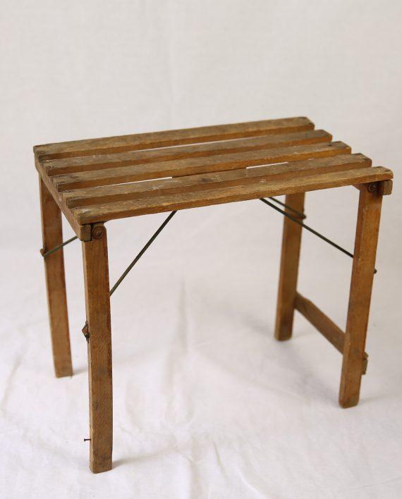 z tabouret pliable en bois zwickyfactory. Black Bedroom Furniture Sets. Home Design Ideas