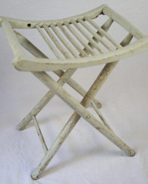 tabouret blanc pliable zwickyfactory. Black Bedroom Furniture Sets. Home Design Ideas